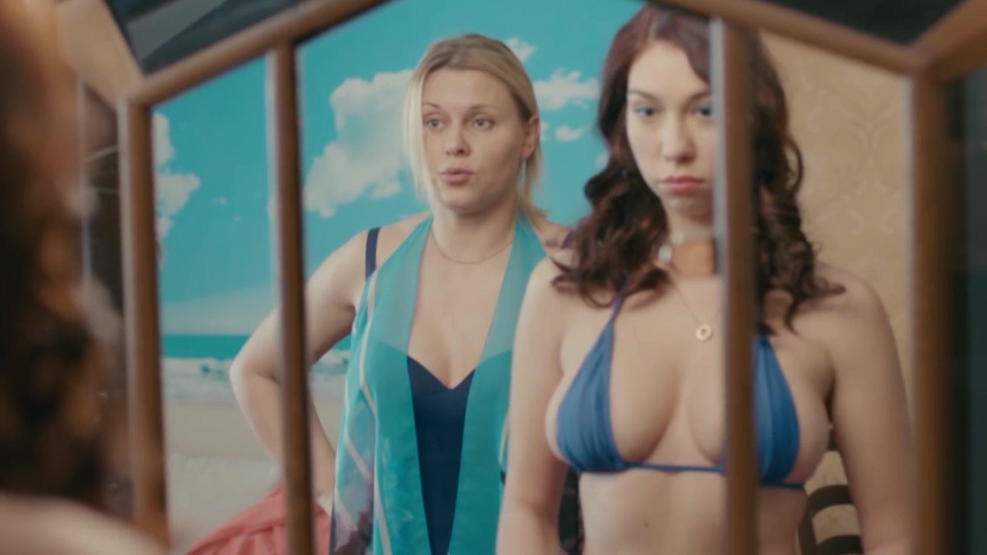 Алина Алексеева в купальнике